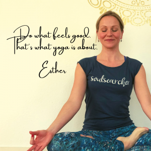 Esther Schippers, lotus, yoga, live online yoga, online yoga, yoga online, yoga den haag, online yogaschool, online yogalessen, prive yoga,
